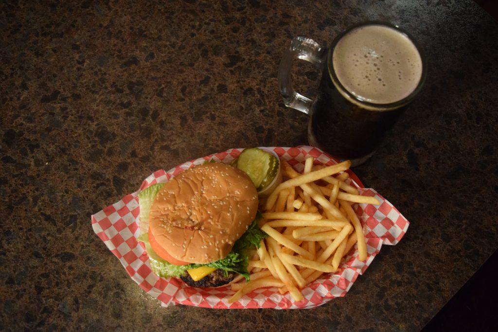 kenoshas favorite bar and grill, best bar and grill in kenosha, kenosha burger place