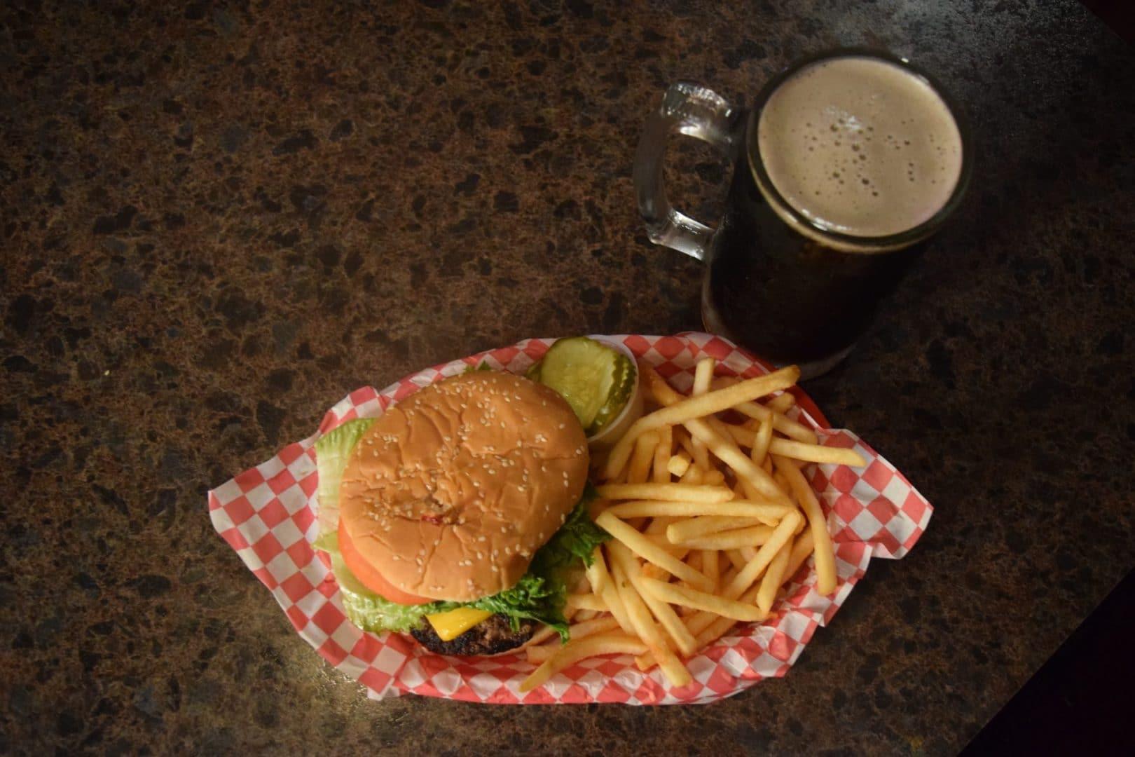 best burger in kenosha, kenosha bar and grill, rons place