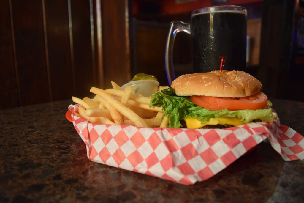 kenosha bar and grill, beer and burgers, kenosha best bars, bar and grill in kenosha