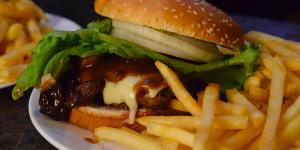 ron's place kenosha, mushroom swiss burger, best burger kenosha